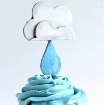 rain cloud cupcakes featured image
