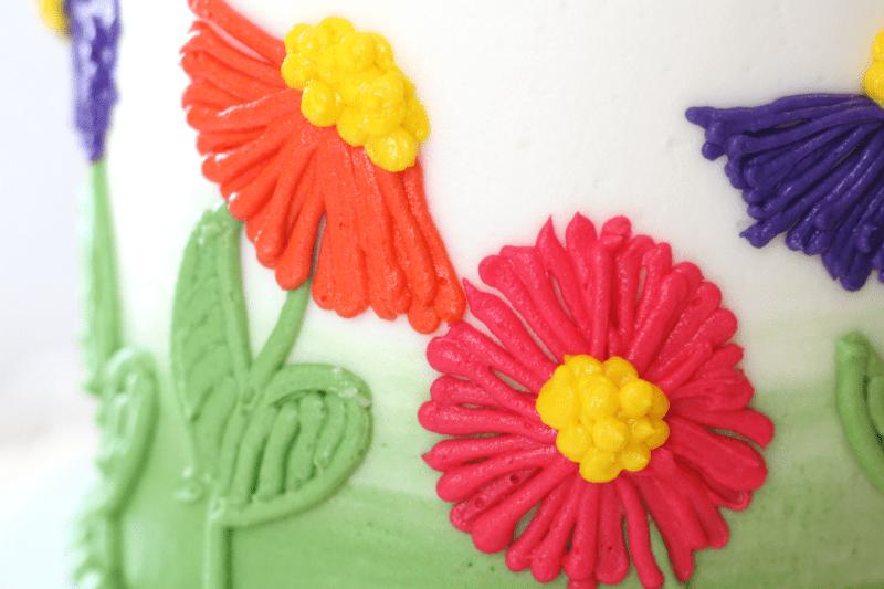 Easy Buttercream Flower Cake close up of buttercream flowers