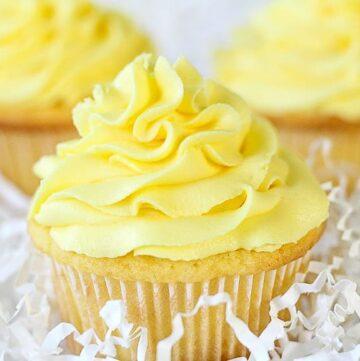 Lemon Sour Cream Cupcakes-5