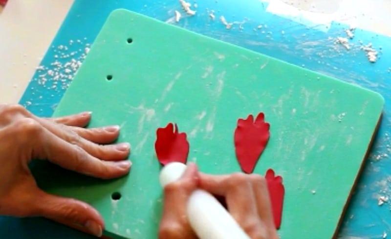 shaping peony petals in gumpaste