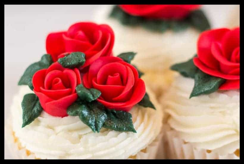 Easy Fondant Rose Featured Image