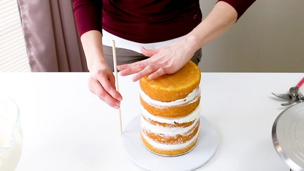 Measure cake for center dowel