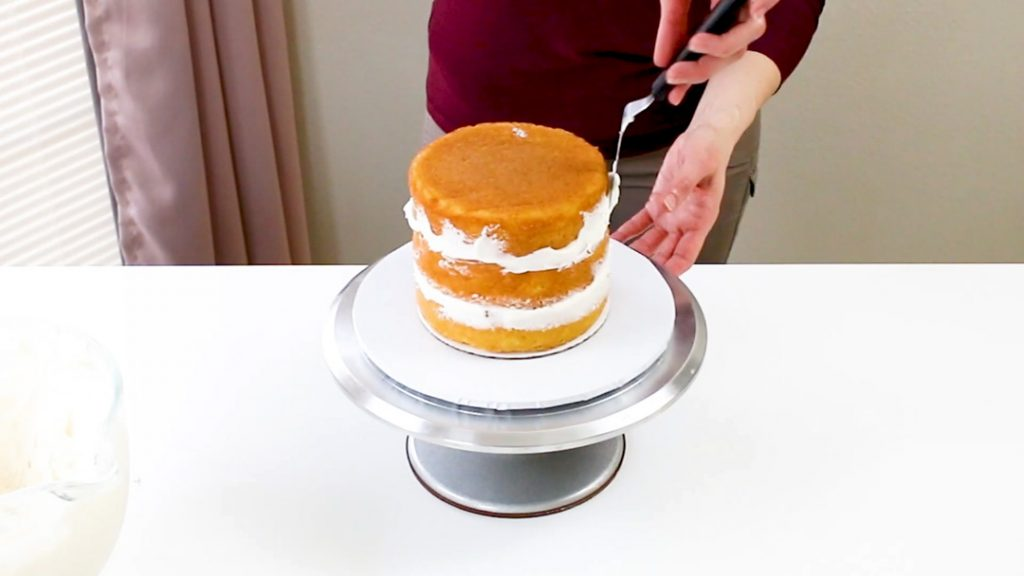 Adding cake layers with filling