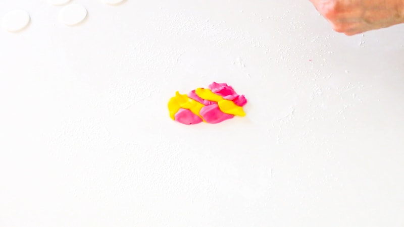 Making watercolor fondant for fondant flowers