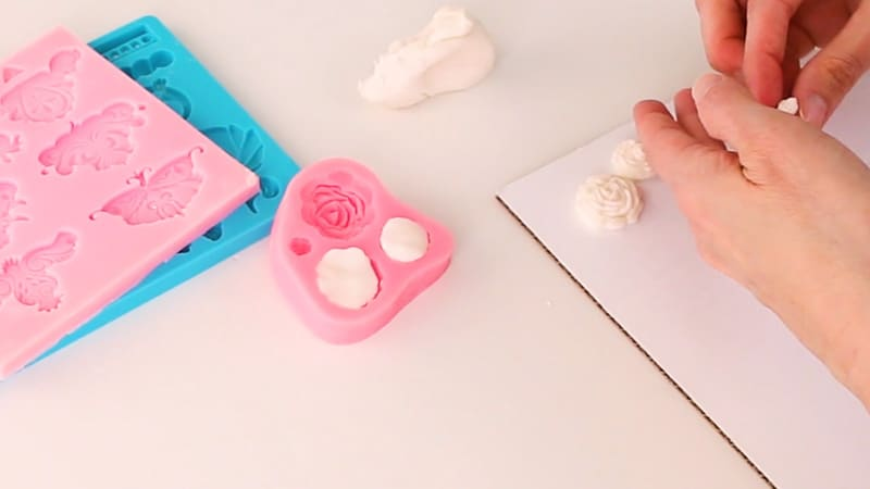 molding fondant roses