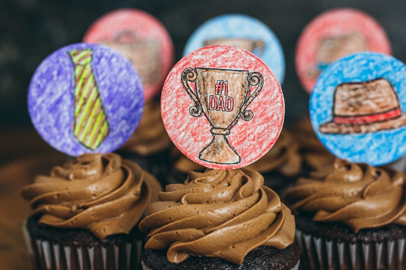 Father's Day cupcake toppers kids can color trophy topper
