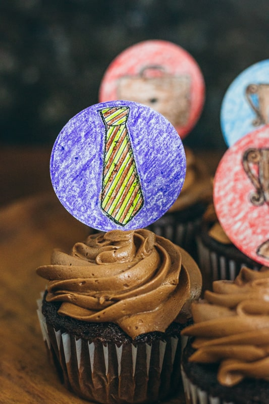 Tie cupcake topper kids can color