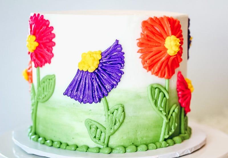 easy flower piping on buttercream cake