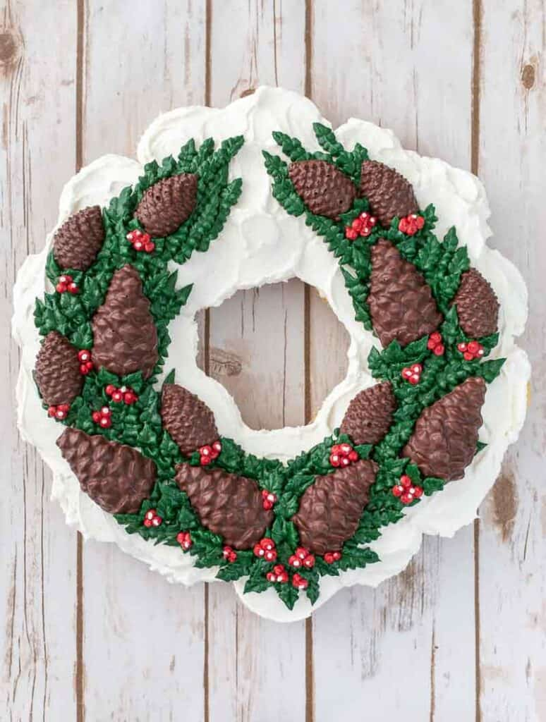 Chocolate Pine Cone Wreath Cupcake Cake: