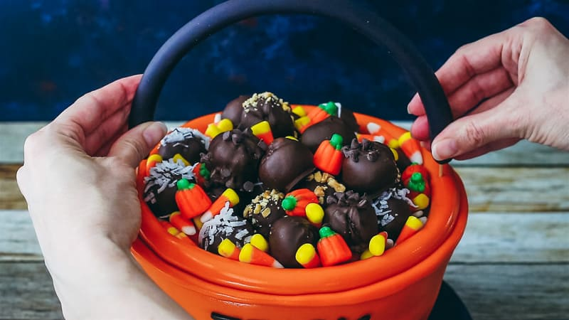 adding the handle to the trick or treat bucket cake