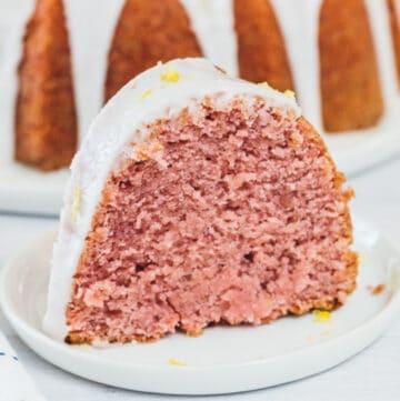 strawberry bundt cake featured image