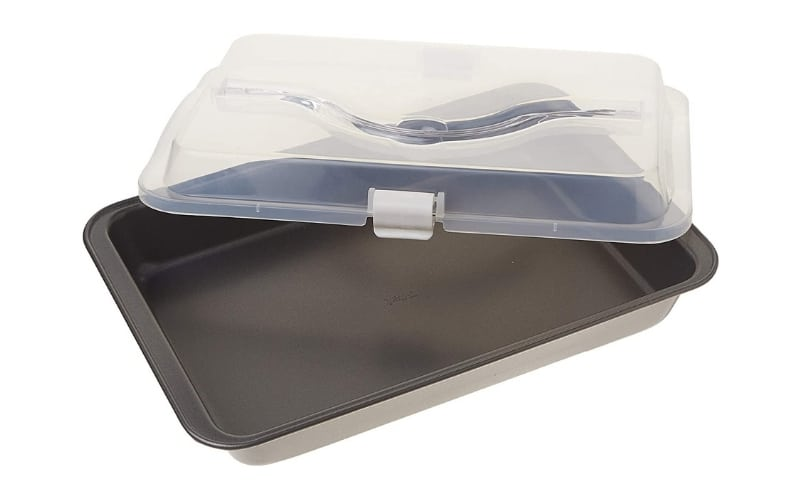 13x9 inch pan with snapping plastic lid