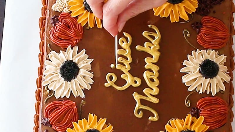 adding words to cake