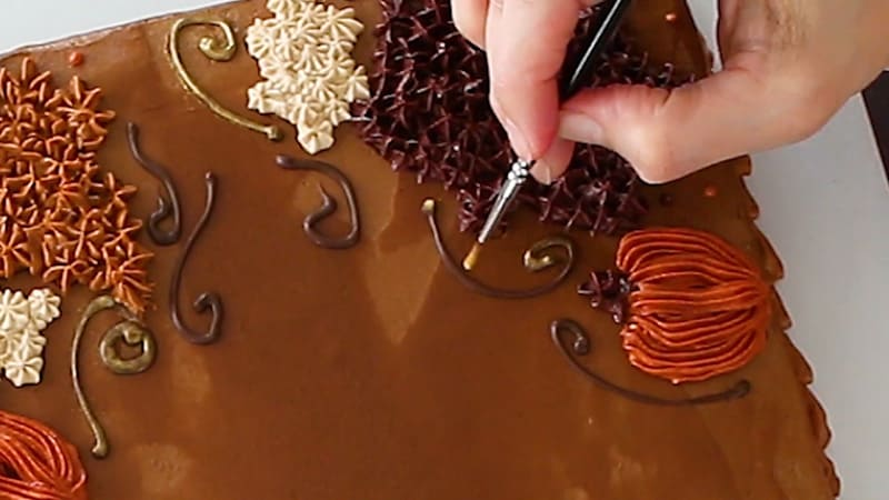 adding gold luster dust to cake