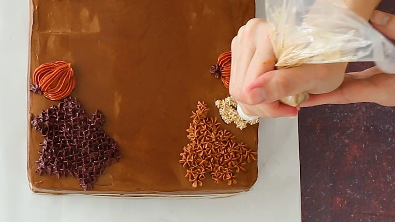 piping easy fall leaves on cake