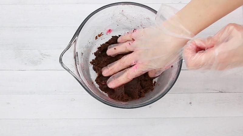 mix up the cake pop mixture