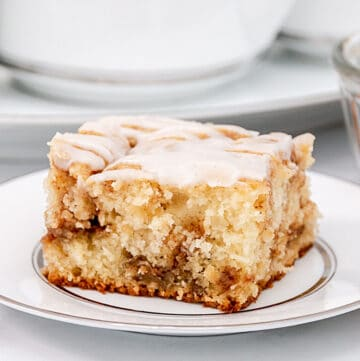 cinnamon roll cake from scratch featured image